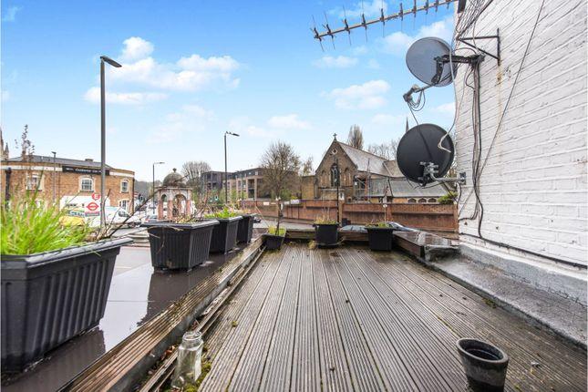 Decking of Medfield Street, London SW15