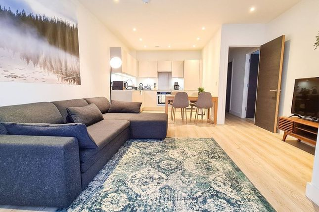 Thumbnail Flat to rent in New Village Avenue, London