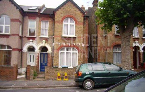 Thumbnail Shared accommodation to rent in Elliscombe Road, London
