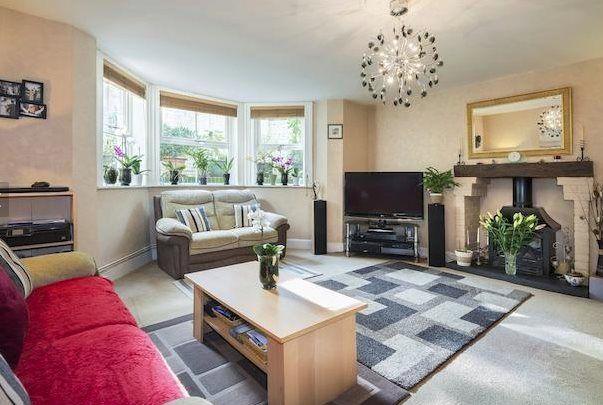 2 bed flat to rent in Dry Hill Park Road, Tonbridge, Kent TN10