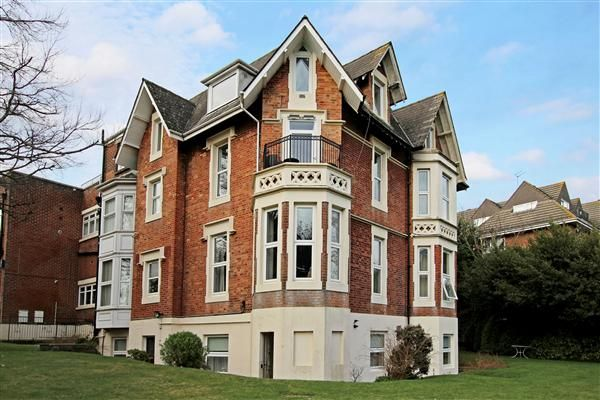 Thumbnail Flat to rent in Staunton House, Exeter Park Road, Bournemouth