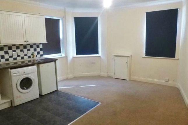 Thumbnail Flat to rent in Lynchford Road, Farnborough, Hampshire