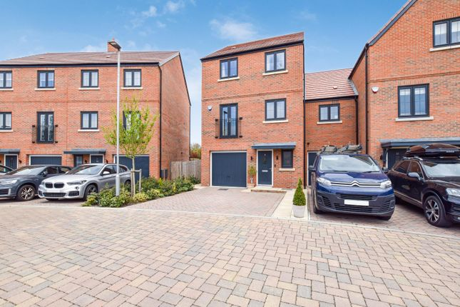 5 bed town house for sale in Badger Way, Brampton, Huntingdon PE28