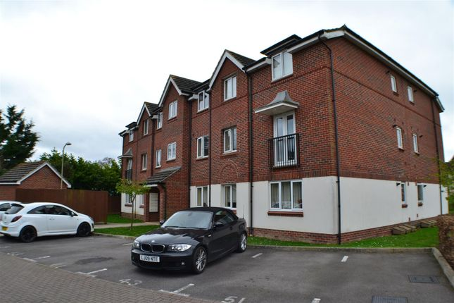 Thumbnail Flat for sale in Benham Drive, Spencers Wood, Reading