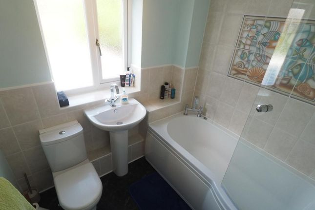 Bathroom of Idas Close, Victoria Dock, Hull HU9