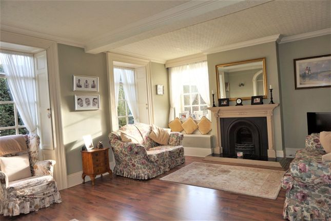 Lounge of Doncaster Road, Oldcoates S81