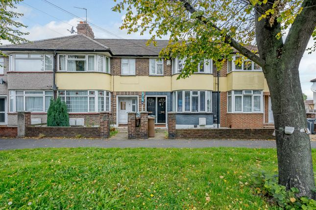 3 bed flat for sale in Hall Lane, London E4
