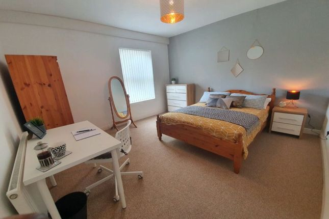 Thumbnail Room to rent in Little Lane, West Bromwich