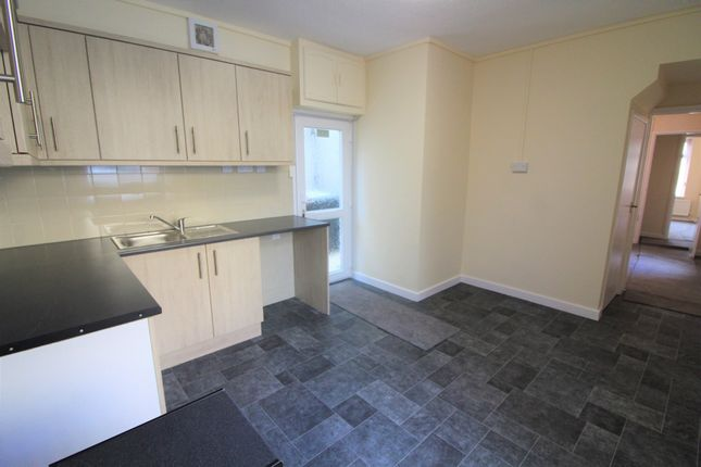 2 bed flat to rent in High Street, Pentwynmawr, Newport NP11