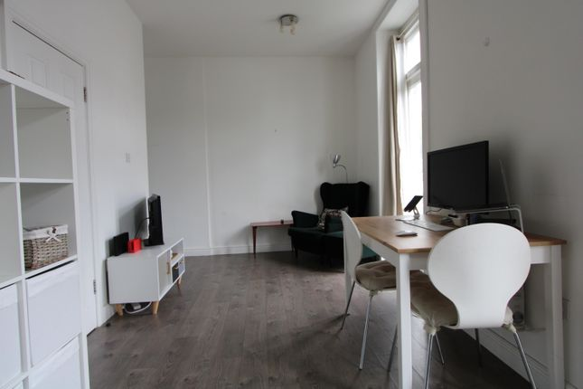 1 bed flat to rent in Shepherds Bush Road, Hammersmith W6