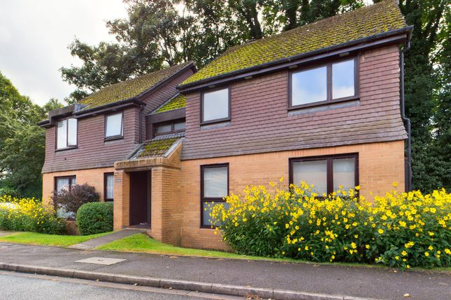 1 bed flat for sale in Flemish Fields, Chertsey, Surrey KT16
