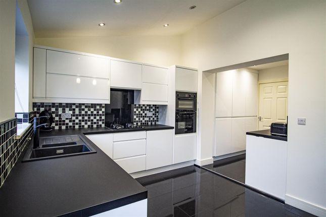 Kitchen2 of St. James Court, Castleford WF10