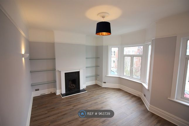 2 bed flat to rent in Aliwal Road, London SW11