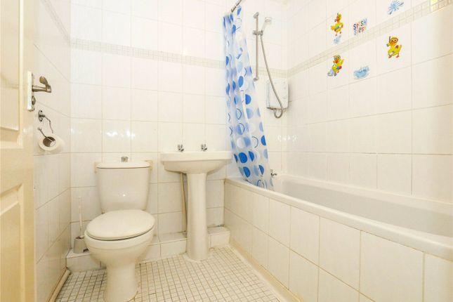 Bathroom of Flat 4, Clavering Street East, Paisley, Renfrewshire PA1