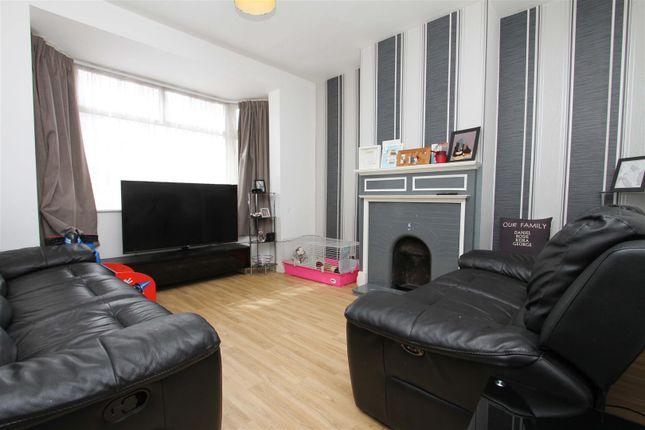 Living Room of Towers Avenue, Hillingdon, Uxbridge UB10