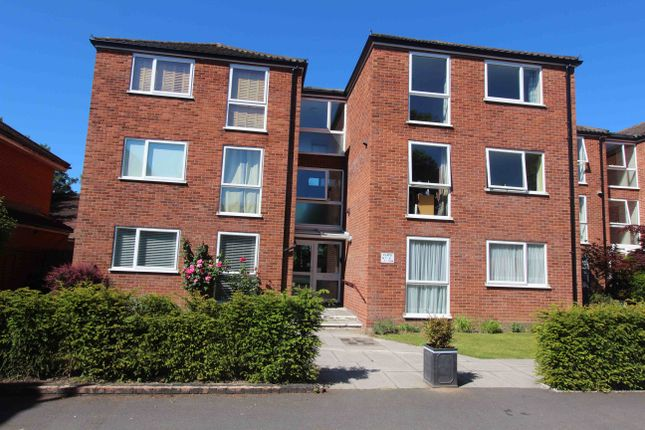 2 bed flat to rent in Hersham Road, Walton-On-Thames KT12