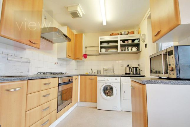 Flat to rent in Page Street, London