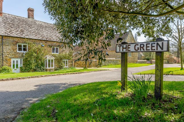 Thumbnail Cottage for sale in The Green, Eydon, Northants