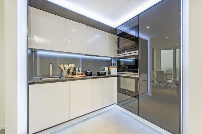 Kitchen of 3 Dollar Bay Place, Canary Wharf E14