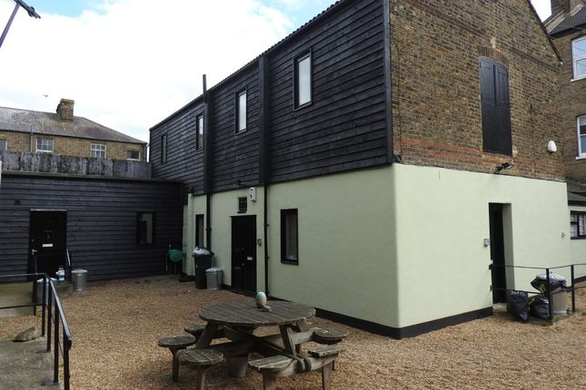 Thumbnail Flat to rent in Manor Road, Gravesend