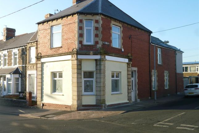 Thumbnail Flat to rent in Court Road, Barry