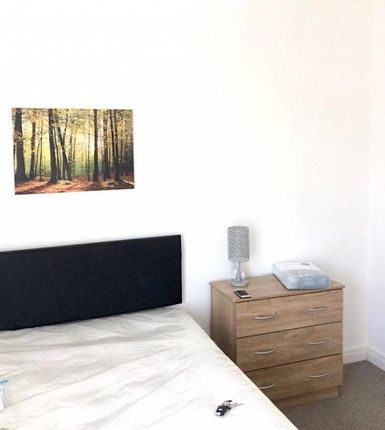 Thumbnail Shared accommodation to rent in Park Road, Widnes, Cheshire