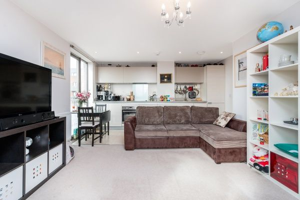 Thumbnail Flat for sale in Robertson Road, London