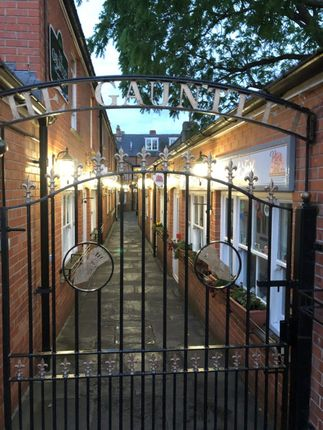 Studio to rent in The Gauntlet, St. Johns Square, Glastonbury, Somerset BA6