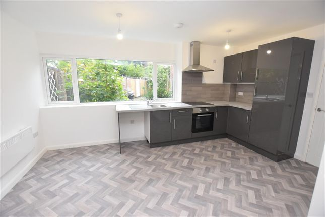 2 bed flat to rent in Jiggins Lane, Bartley Green, Birmingham B32