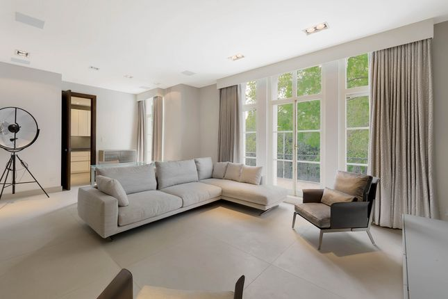 3 bed flat to rent in Onslow Square, London SW7