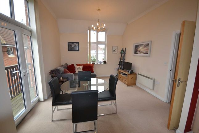 Thumbnail Flat to rent in Searle Close, Chelmsford