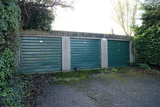 R026 Garages 29-31