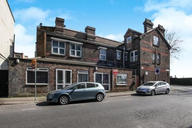 Thumbnail Flat for sale in Dudley Street, Luton, Bedfordshire