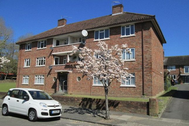 Thumbnail Flat for sale in Ricards Road, London