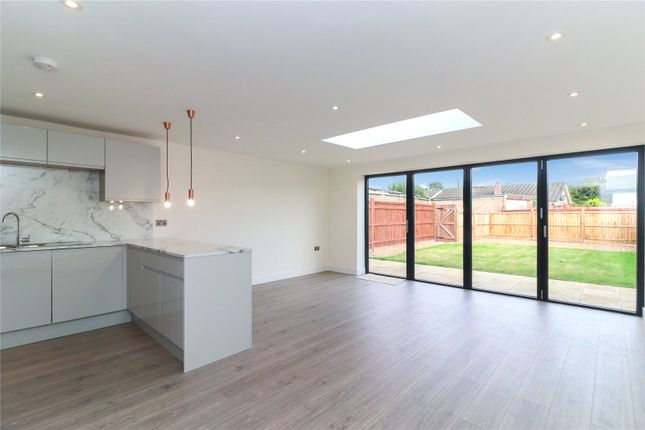 3 bed bungalow for sale in High Road, Leavesden, Watford WD25
