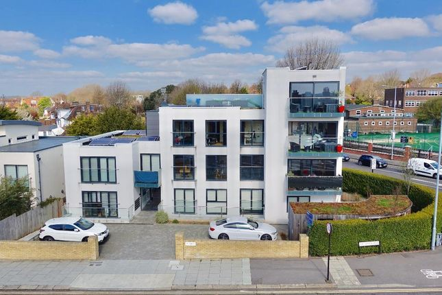 Thumbnail Flat to rent in The Upper Drive, Hove, East Sussex