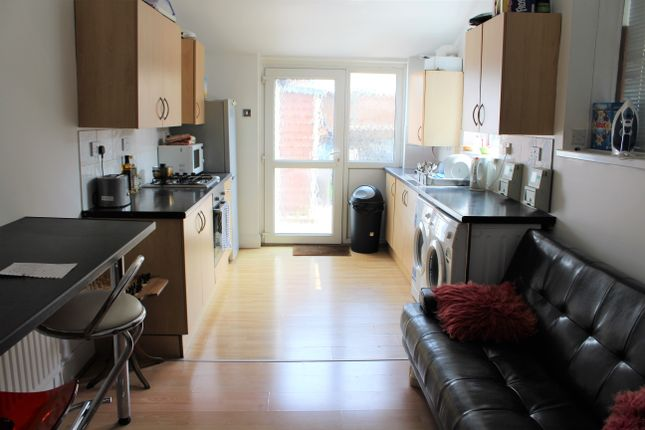 Thumbnail Studio to rent in Stamshaw Road, Portsmouth