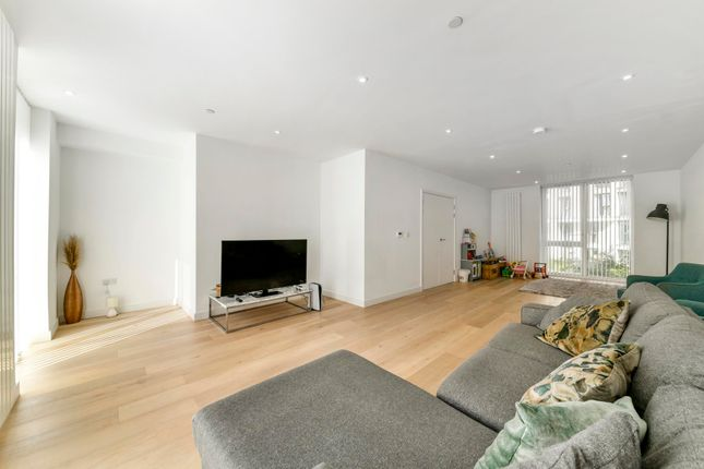 Thumbnail Town house for sale in Schooner Road, Royal Wharf, London