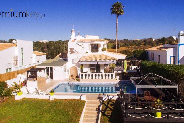 Villa for sale in Albufeira E Olhos De Água, Albufeira, Central Algarve, Portugal