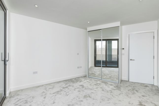 1 bedroom flat for sale in Commercial Street, London