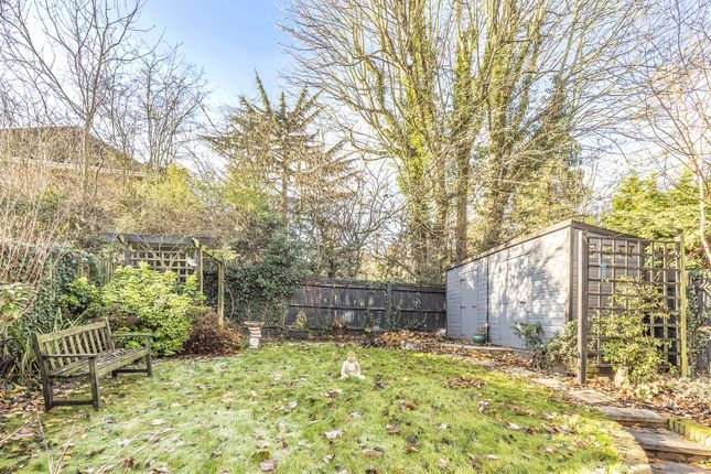 557139 (10) of Nash Close, Elstree, Borehamwood WD6