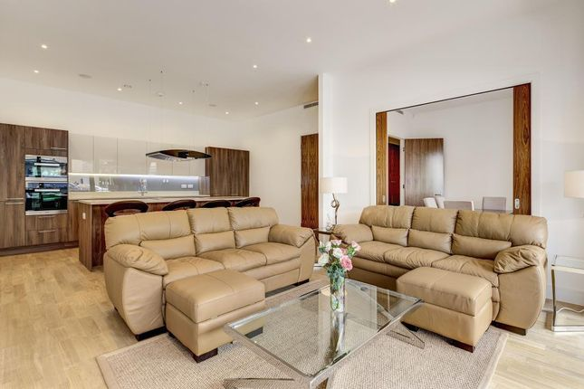 Thumbnail Flat to rent in Lexington Place, London NW11,