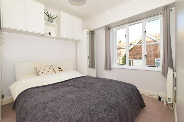 1 bed flat for sale in High Street, Rochester, Kent ME1
