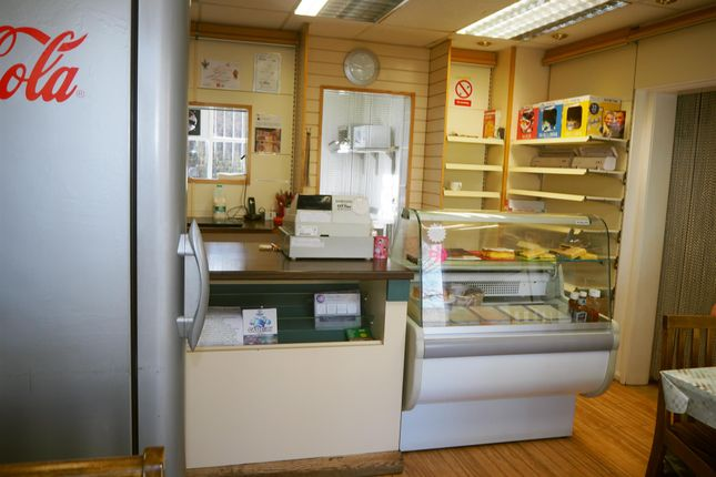 Thumbnail Restaurant/cafe for sale in Cafe & Sandwich Bars HX3, Southowram, West Yorkshire