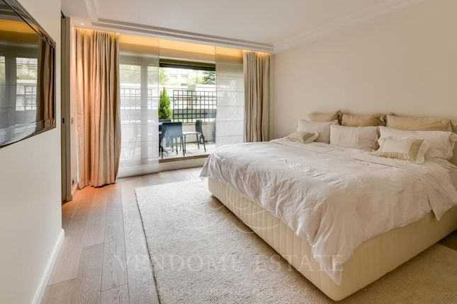 Bedroom of 75016 Paris, France