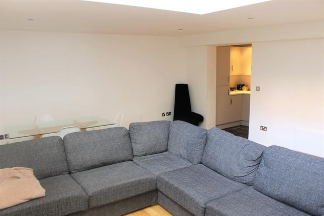 Thumbnail Flat to rent in Dock Street, Leeds, West Yorkshire