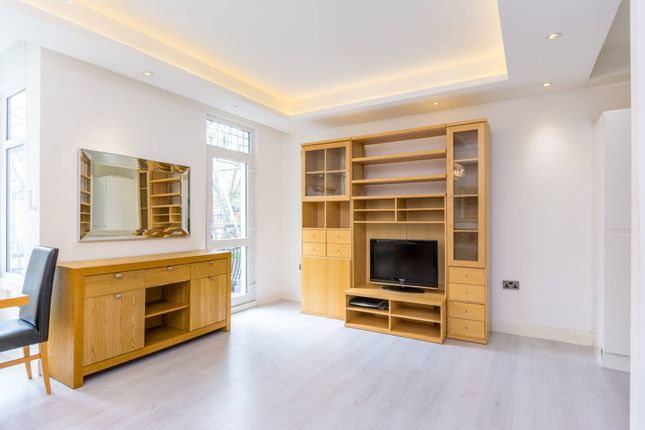 Thumbnail Flat to rent in Southfield Road, Chiswick