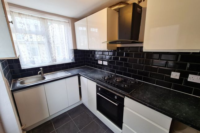 Thumbnail Semi-detached house to rent in Valence Avenue, Chadwell Heath