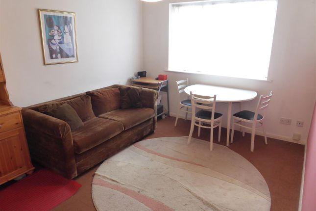 Lounge of St. Peters Road, Dunstable LU5