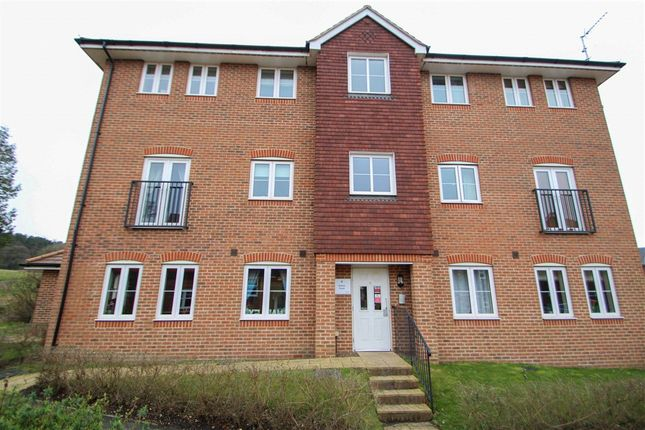 Thumbnail Flat for sale in Gomer Road, Bagshot, Surrey